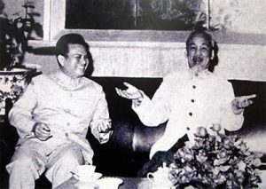 Le Président Hô Chi Minh (à droite) et son homologue lao Kaysone Phomvihane en 1966 à Hanoi. http://lecourrier.vn/le-vietnam-va-suivre-les-pas-du-president-lao-kaysone-phomvihane/208943.html